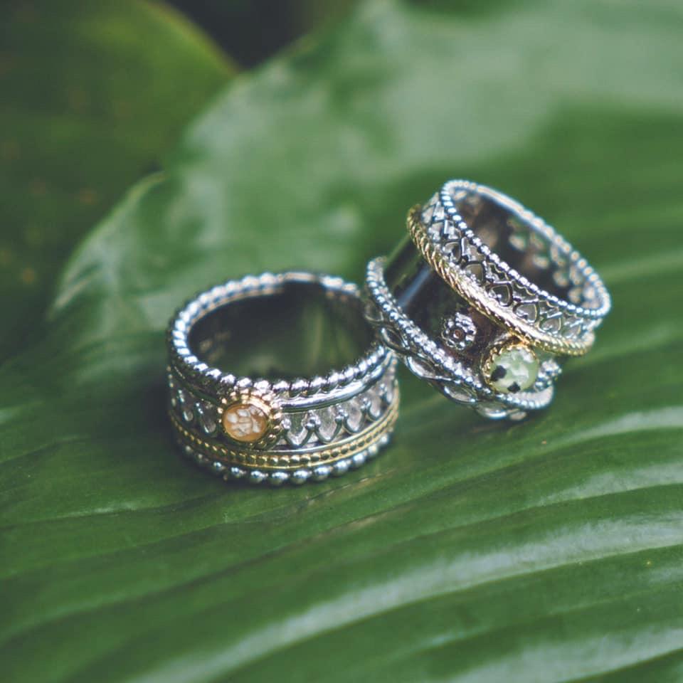 Goldline Zilveren ringen met een touch of gold gevuld met as