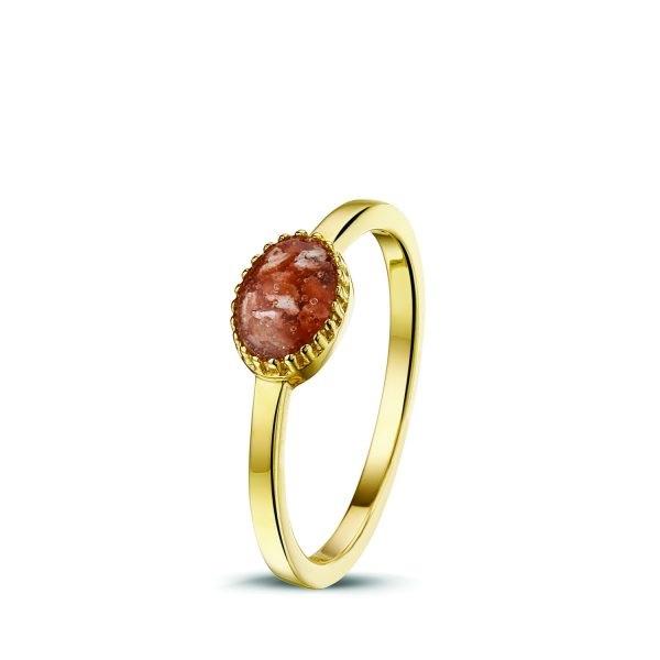 gouden ring waarin crematieas is verwerkt