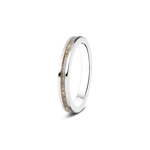 Zilveren ring rondom gevuld met as en strak afgewerkt